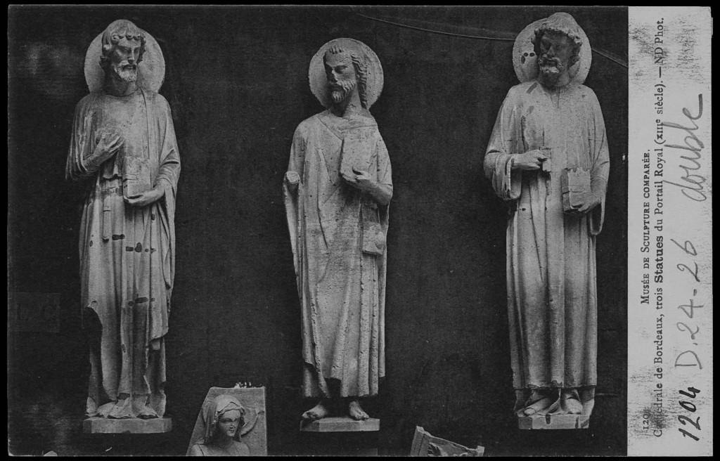 Cité de Chaillot, ancien musée de sculpture comparée, trois statues du portail Royal de la cathédrale de Bordeaux, carte postale éd. Neurdein. N° de cliché: 1204.