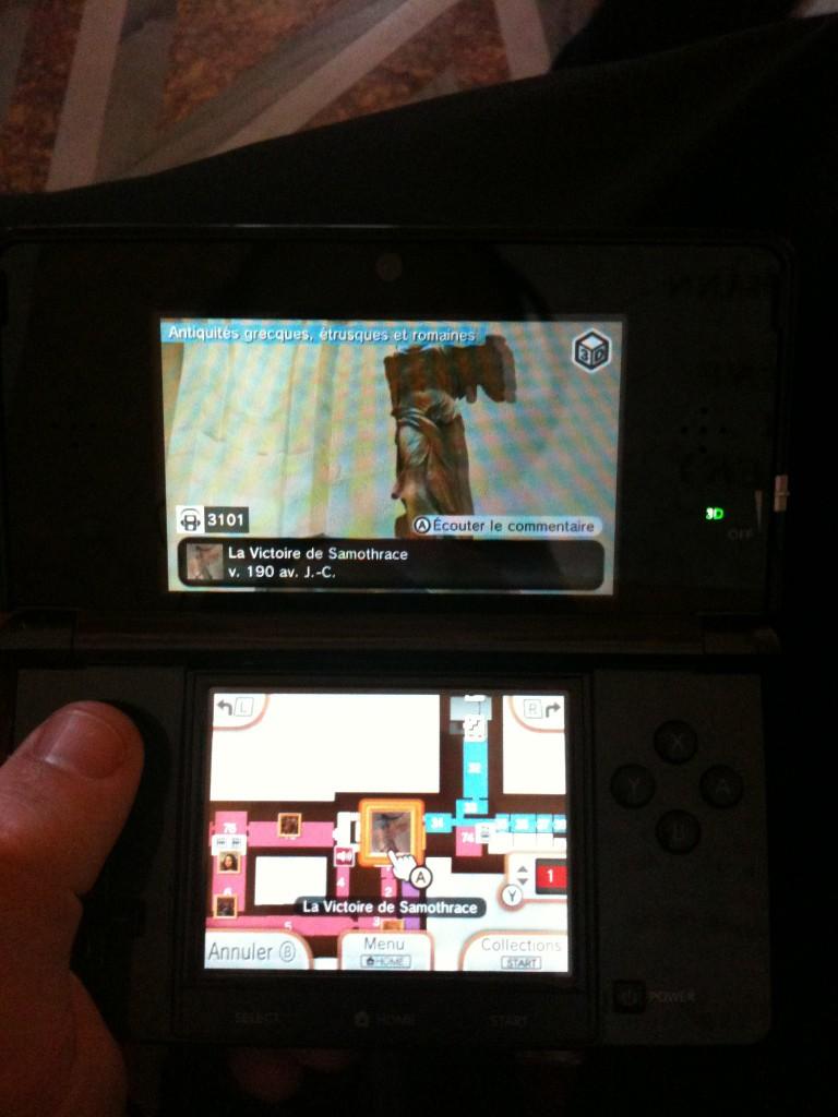 Voir la Victoire de Samothrace en 3D... Quand on l'a face à soi ! Nintendo 3DS© au Louvre - Cliché © AVE Culture, 2012.